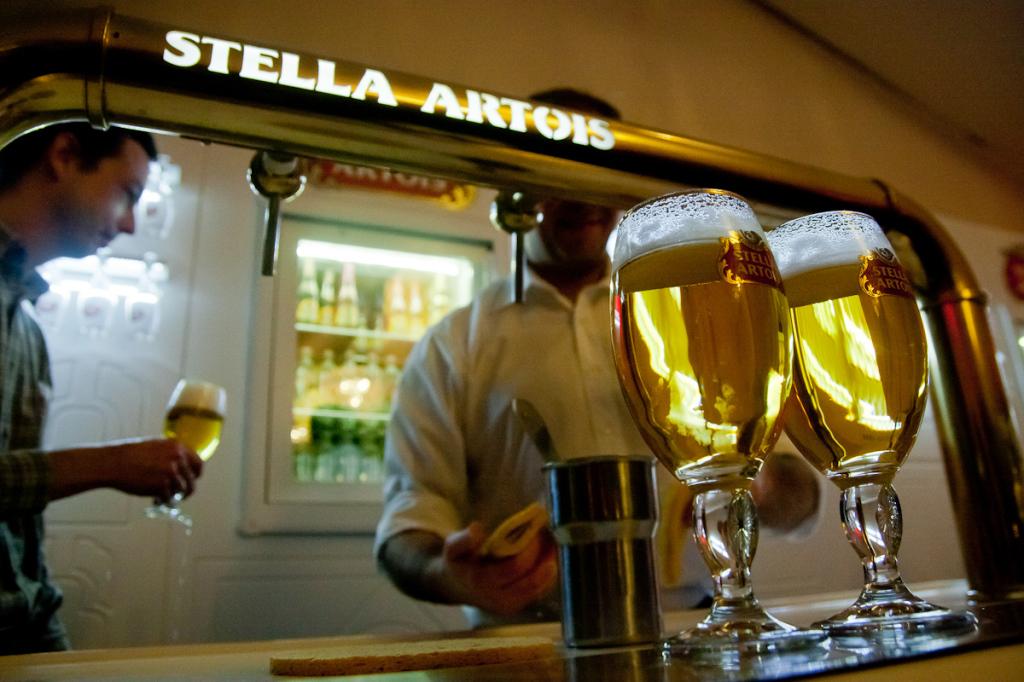 В баре на Stella Artois